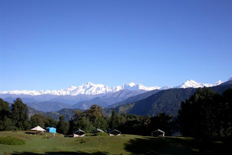 Magpie Camp near Chopta offers excellent views of snow clad Himalayas!